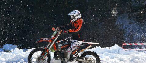 Les accessoires moto : conseils pour ceux qui ne veulent pas se détacher de leurs montures en hiver